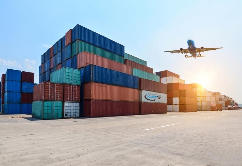 Kontenery towarów z Chin