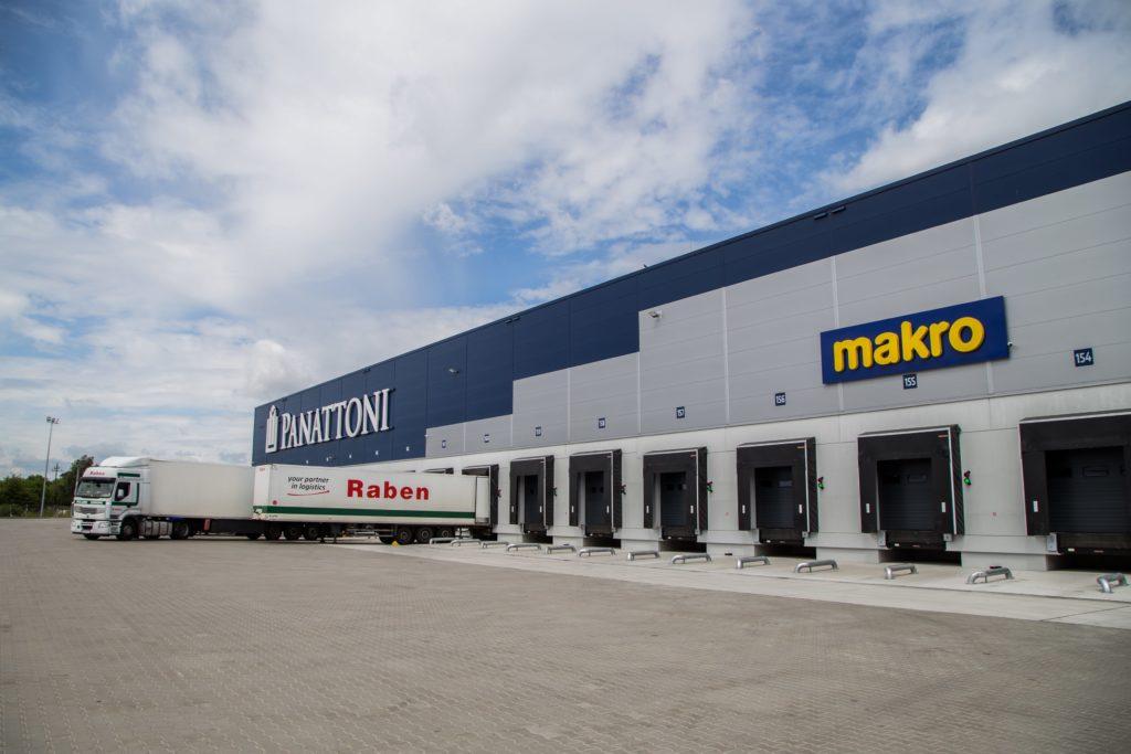 Nowa hala logistyczna Raben wAdamowie. 45 doków załadunkowych